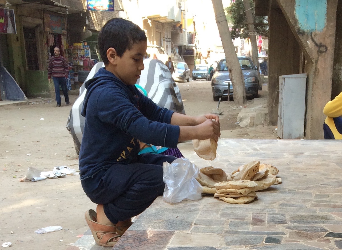 Stacking bread. Photo by Mariam Taher.