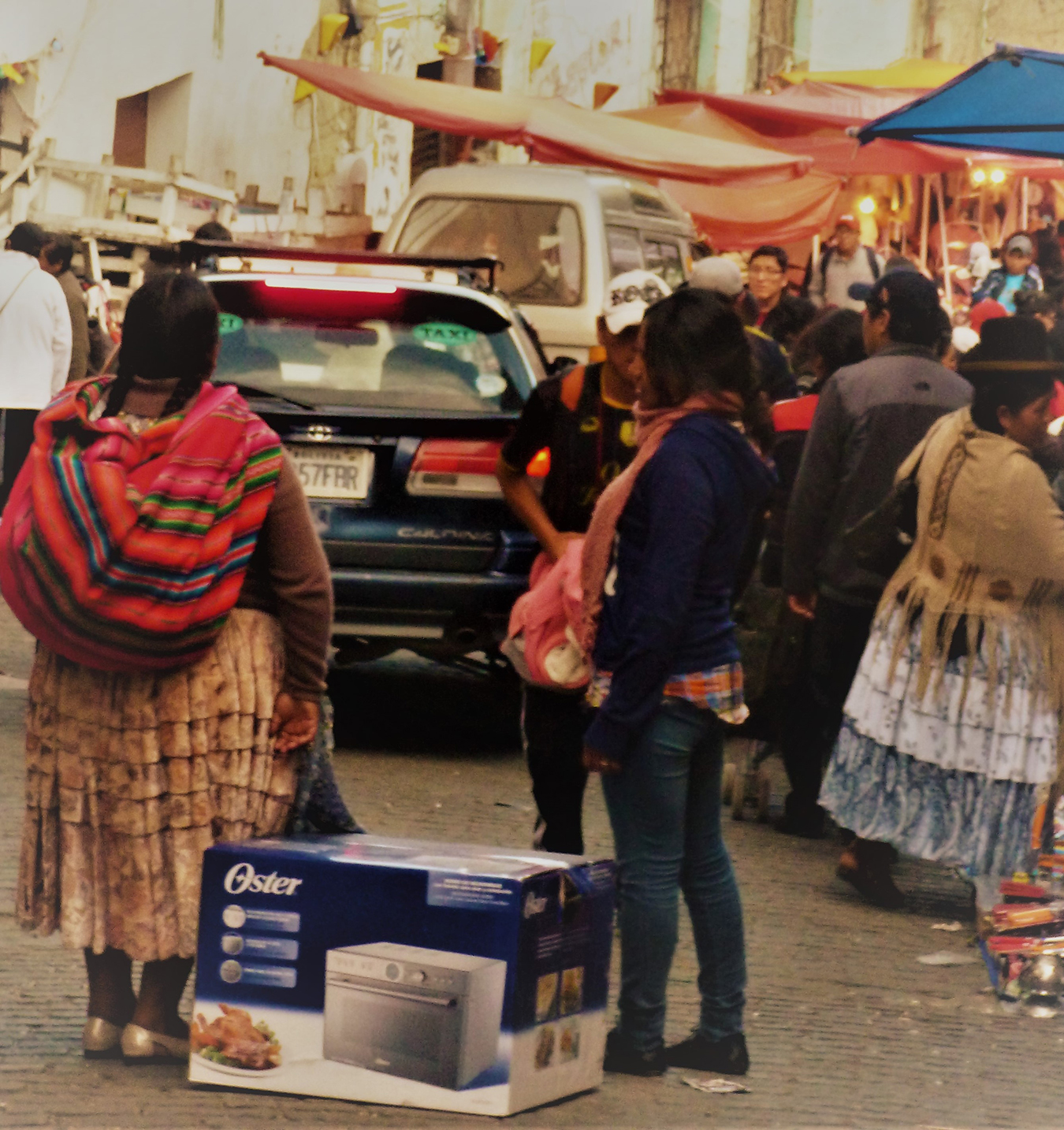 Clients, probably mother and daughter, after purchasing one of the popular Oster household appliances, La Paz. Photo by Juliane MMüller.