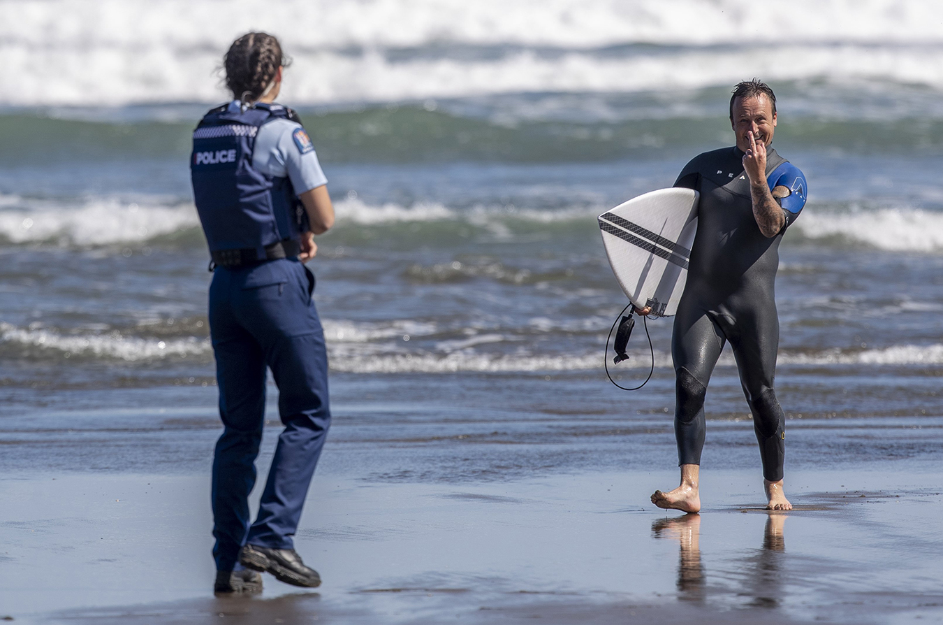 Piha surfer called out of the water by police. Photo by David White.